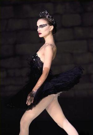 Pocałunek Natalie Portman i Mili Kunis [VIDEO]