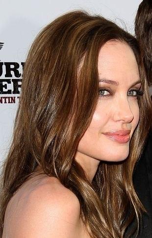 Angelina Jolie wyciągnęła rękę do ojca