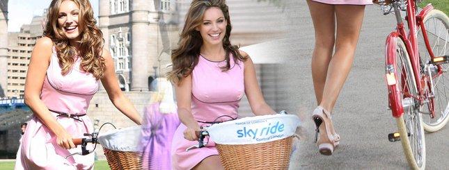 Kelly Brook zachęca do jazdy rowerem (FOTO)