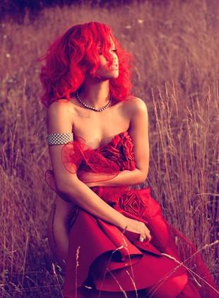 Rihanna nago na okładce nowego singla (FOTO)