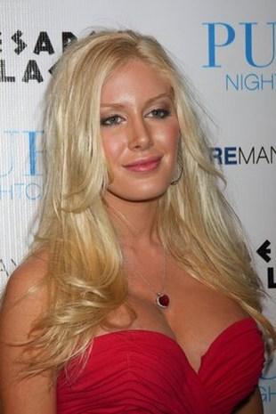 Heidi Montag wypina piersi na planie