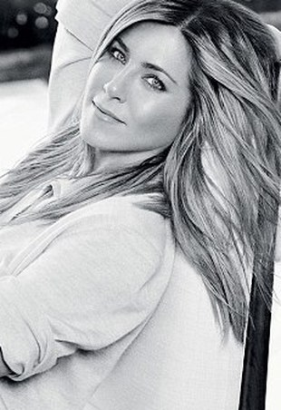 Jennifer Aniston w nowych reklamach Smart Water (FOTO)