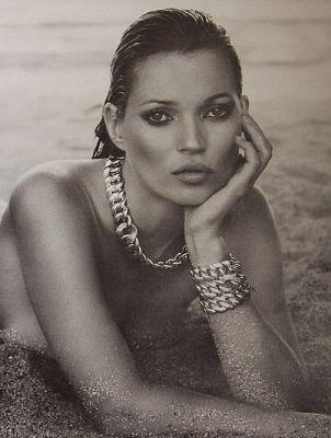 Kate Moss ubrana jedynie w biżuterię (FOTO)