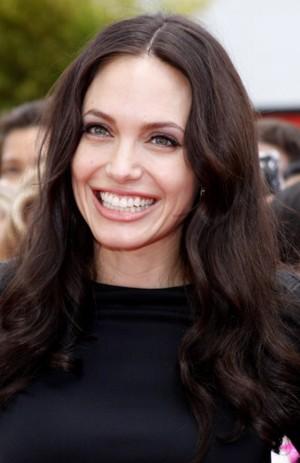Szczęśliwa, uśmiechnięta Angelina Jolie (FOTO)