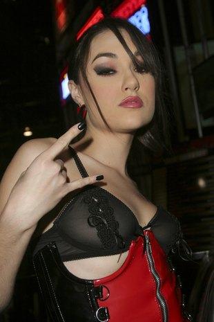 Sasha Grey - gwiazda porno - zagra zagorzałą chrześcijankę