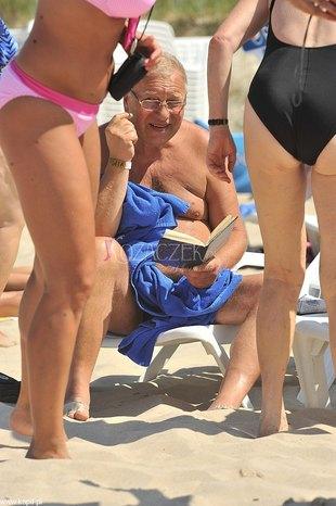 Plażowe rozrywki Jerzego Stuhra (FOTO)