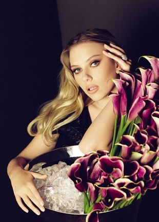 Scarlett Johansson reklamuje szampana