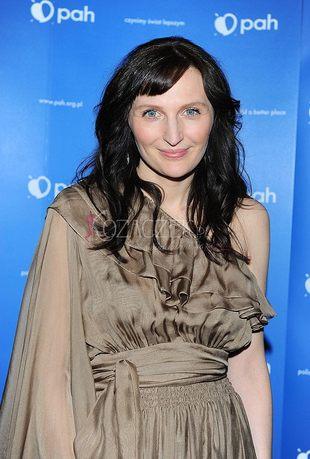 Reni Jusis spowita w długą suknię (FOTO)