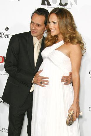 Jennifer Lopez z taaakim brzuchem! (FOTO)