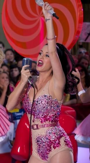 Katy Perry musi mieć kremową lub różową garderobę