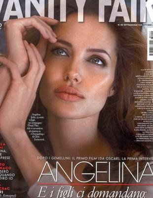 Angelina Jolie ze sprężystym biustem i bez tatuaży