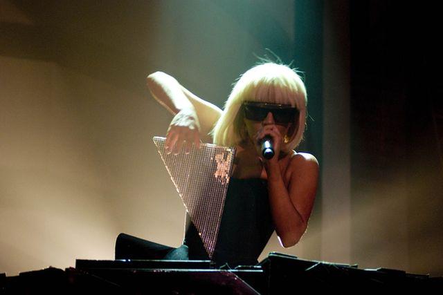 Czego żąda Lady Gaga?