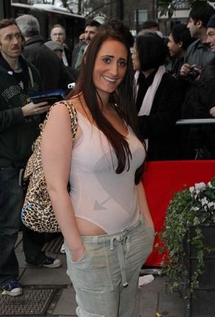 Tak się nosi pewna brytyjska aktorka (FOTO)