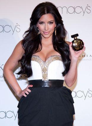Plakaty reklamowe perfum Kim Kardashian (FOTO)