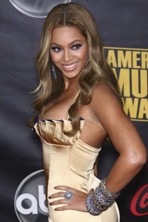 Biała, naoliwiona Beyonce (FOTO)