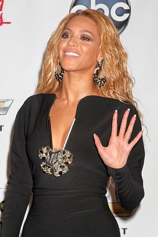 Czy Beyonce ukradła pomysł na swój fenomenalny występ?(FOTO)