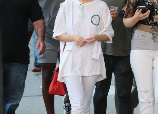 Selena Gomez w białym dresie