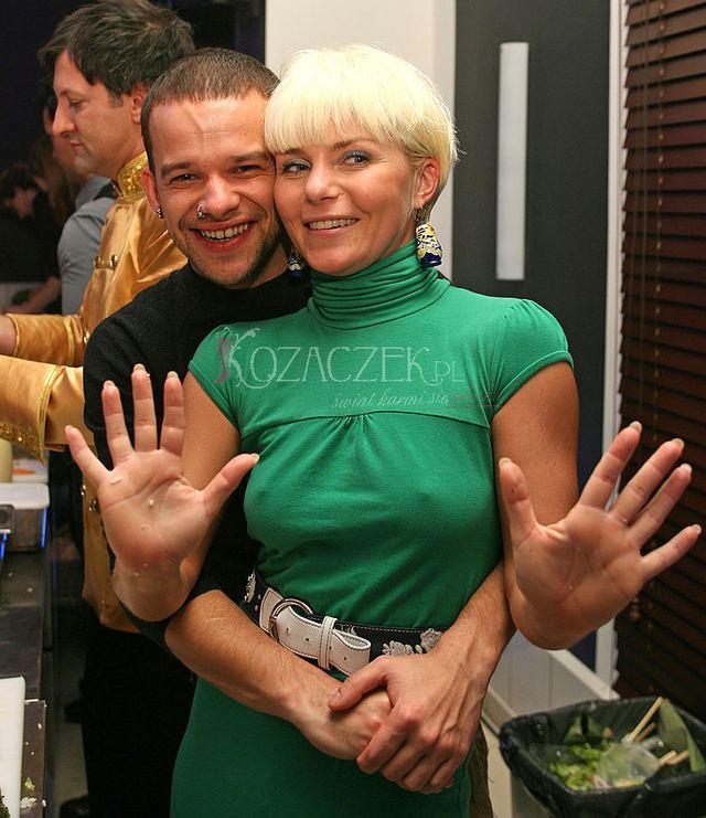 Kto tak ściska Ewę Szabatin? (FOTO)