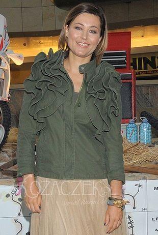 Która gwiazda lansuje się w kurtce Valentino? (FOTO)