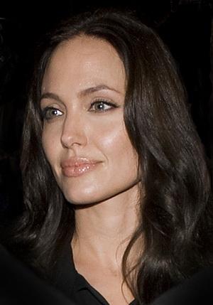 Czemu Angelina Jolie się popłakała? (VIDEO)