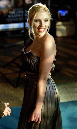 Johansson wygląda jak niedomyta nastolatka