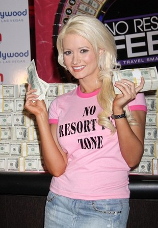 Holly Madison ufundowała asystentce implanty piersi!