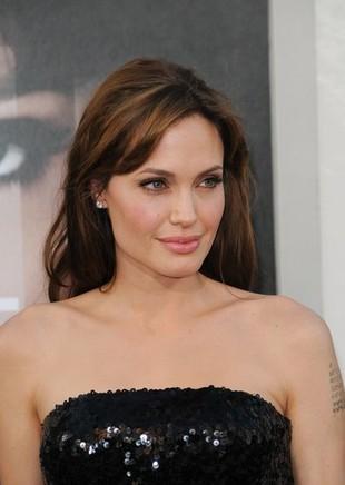 Czy Angelina Jolie została porzucona jako dziecko?