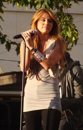 Miley Cyrus tańczy erotycznie dla producenta - krąży wideo!