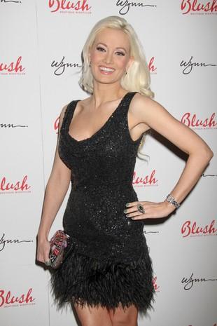 Holly Madison w strusich piórach (FOTO)