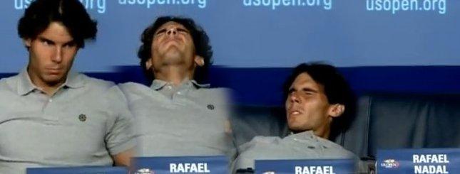 Rafael Nadal pod stołem na konferencji prasowej [VIDEO]
