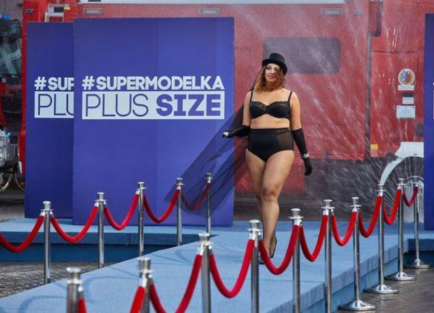 Supermodelka Plus Size - pokaz bielizny