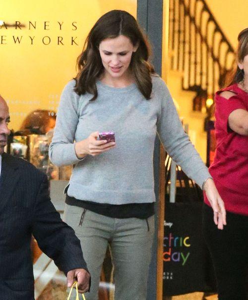 Co robi Jennifer Garner gdy widzi paparazzi? (FOTO)