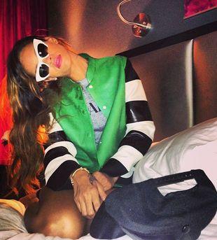 Rihanna pije wino z gwinta  (FOTO)