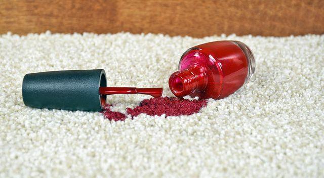 Jak usunąć lakier do paznokci?