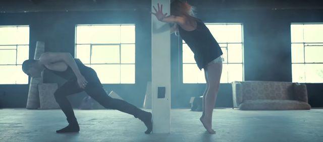 Gdy zaczną tańczyć, odbierze Ci mowę! GWARANTUJEMY! (VIDEO)