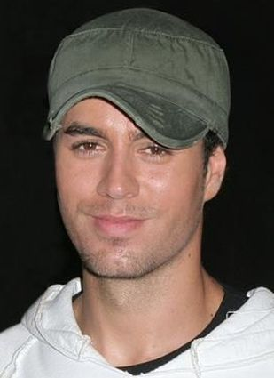 Napalona fanka na koncercie Enrique Iglesiasa (VIDEO)
