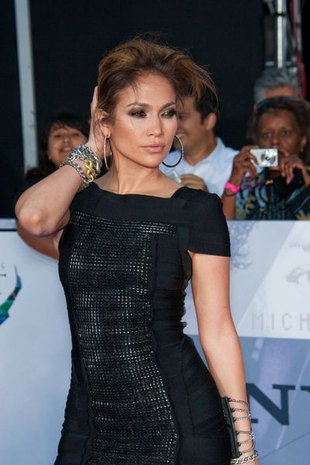 Jennifer Lopez upadła na pupę podczas występu na AMA