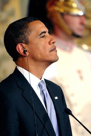 Barack Obama dał plamę na kolacji z królową [VIDEO]
