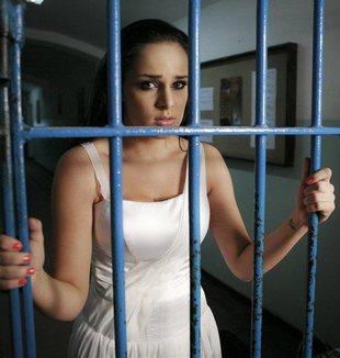 Paula Marciniak kręci klip w więzieniu (FOTO)