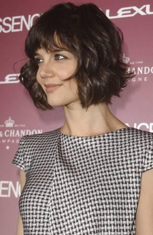 Katie Holmes dezynfekuje plac zabaw
