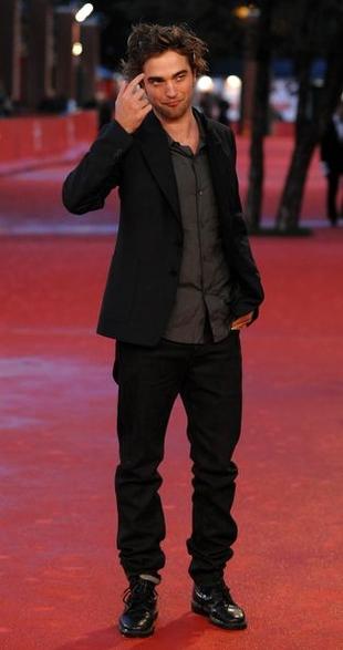 Pattinson boi się, że fani zarażą go wirusem HIV