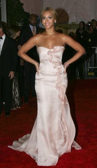 Beyonce pokazała swoją suknię ślubną z 2008 roku!