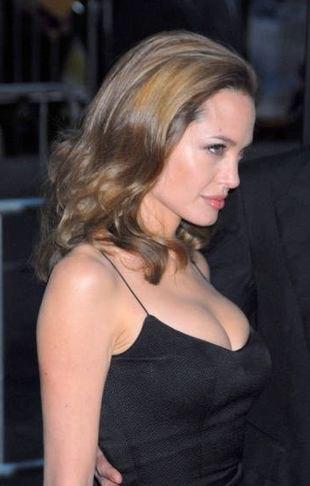 Czy Angelina Jolie jest podobna do złej wiedźmy?