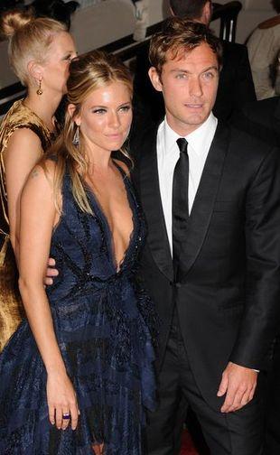 Jude Law i Sienna Miller - ślub latem tego roku!