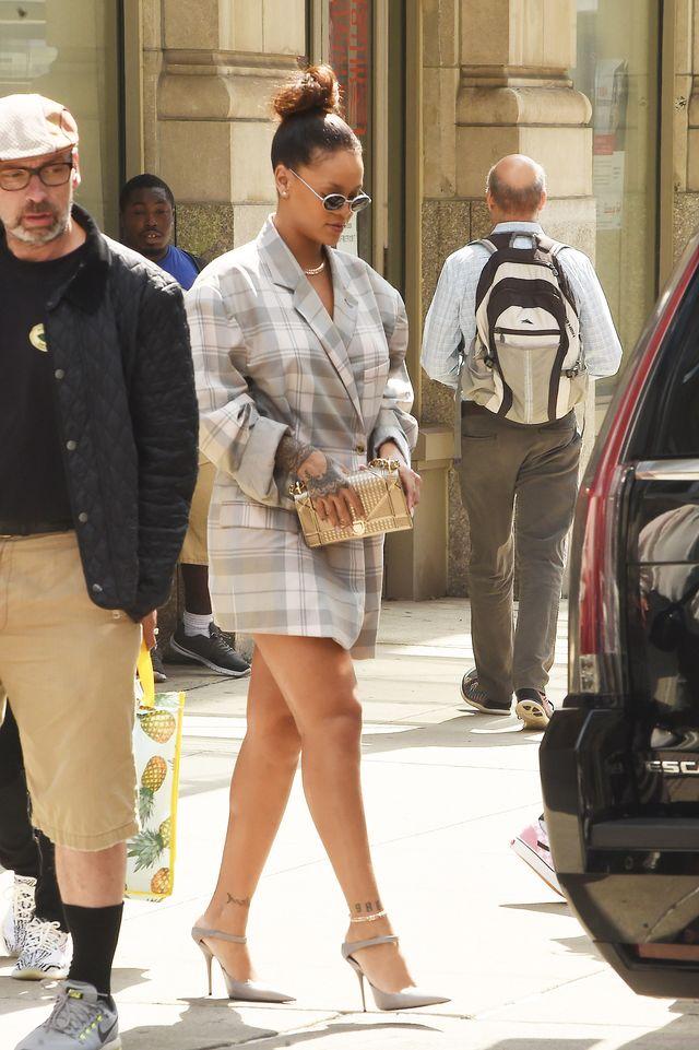 Rihanna w wielkiej marynarce