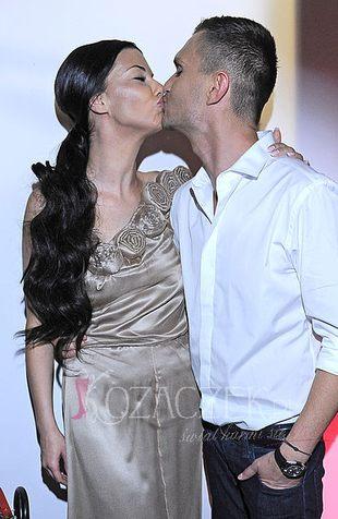Z kim całuje się Edyta Górniak? (FOTO)