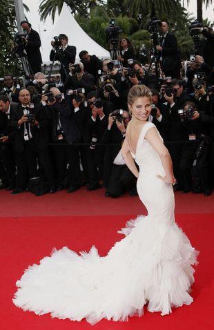 Elsa Patacky - najdłuższy tren w Cannes (FOTO)