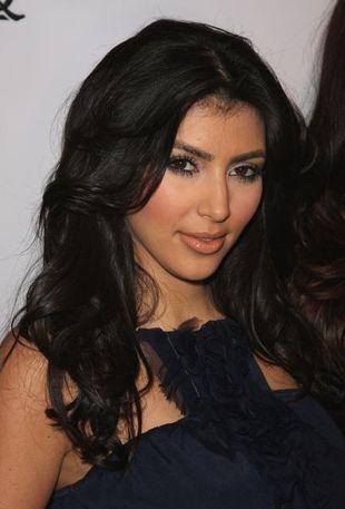 Kim Kardashian wraca do ciemnych włosów