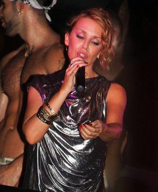 Zanim Kylie Minogue stanie na wielkiej arenie… (FOTO)