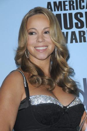 Ellen Degeneres sprawdza czy Mariah Carey nie jest w ciąży